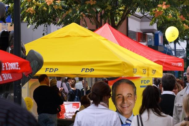 """Wahlkampf lieber ohne Nachhaltigkeit: Politiker tun sich mit dem Themenfeld schwer (Quelle: <a href=""""https://www.flickr.com/photos/dirkvorderstrasse/"""">Dirk Vorderstraße</a>/ <a href=""""https://creativecommons.org/licenses/by/2.0/"""">CC BY 2.0</a>)"""
