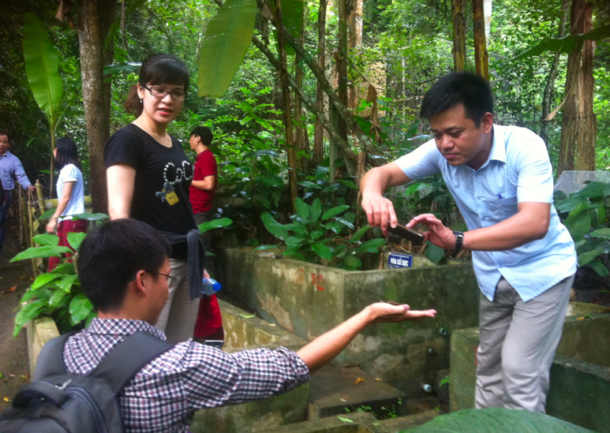 Die Mediendozenten machten selbst viele Bilder für ihre Umweltjournalismus-Lehre, manche Reptilien konnten sie auf die Hand nehmen